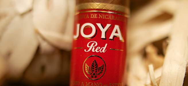 joya-de-nicaragua-red-cigar-joya-red-review-borubon-and-leaf