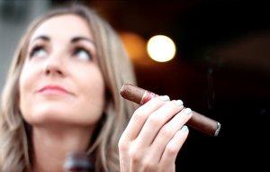 cigar vixen nicaragua is hot leon 03
